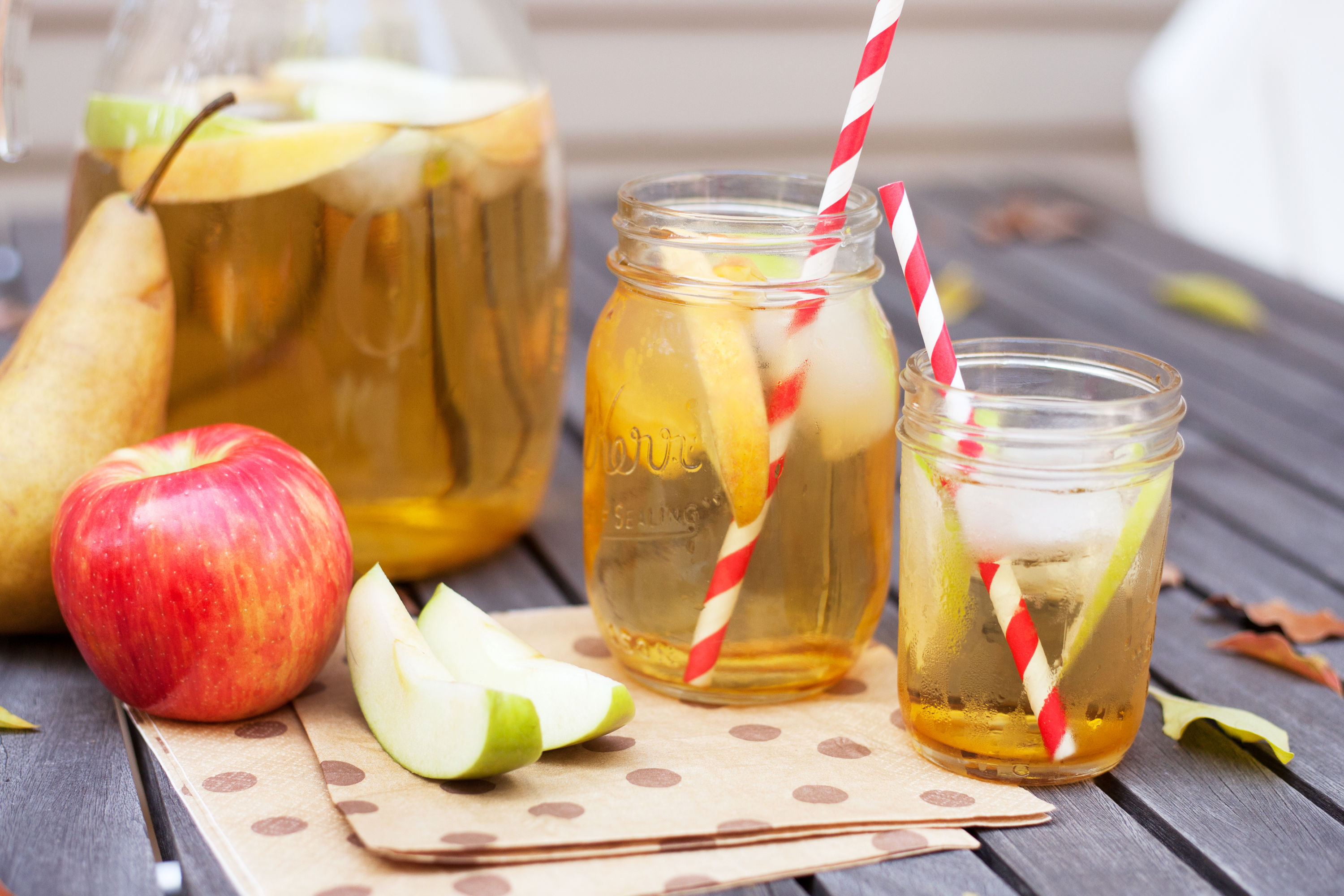apple sangria in mason jars
